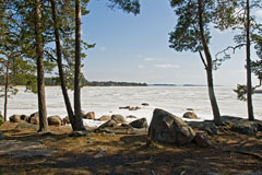 The sea ices were very thin at Nuottaniemi beach and 1 week later they were all gone. - Last view 2021-02-24