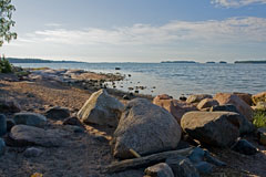 Boulders in water line at Haukilahti beach (Espoo Waterfront Walkway - Rantaraitti) - Last view 2021-02-24